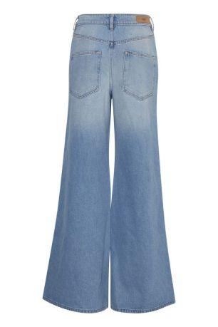 light-blue-jeans (1)